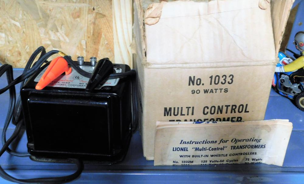 Lot 132: Lionel multicontrol transformer no. 1033 with operating instructions and box