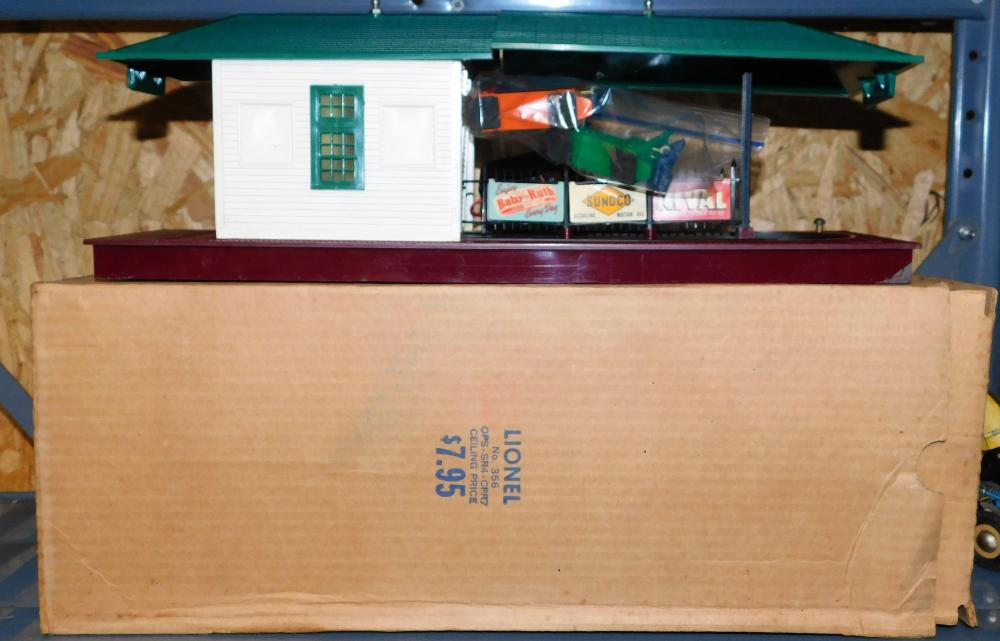 Lot 135: Lionel No. 356 Freight Station with box