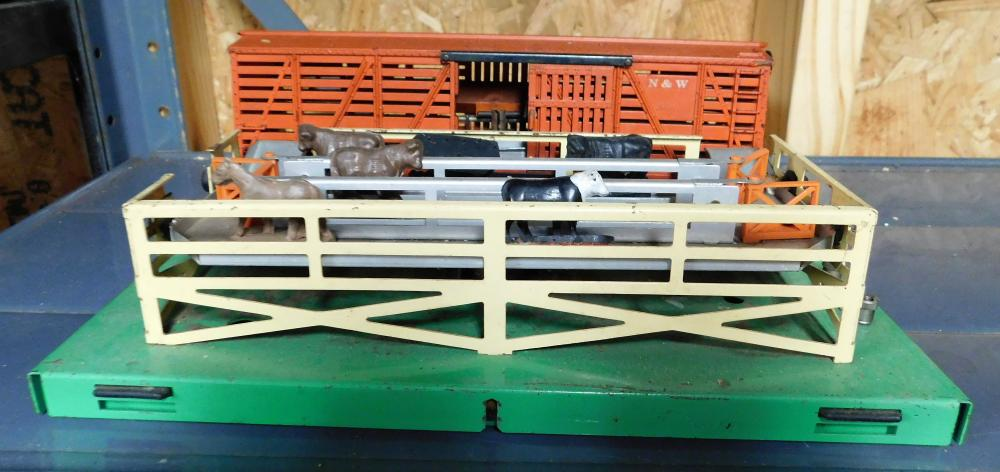 Lionel cattle loader with cattle and box car