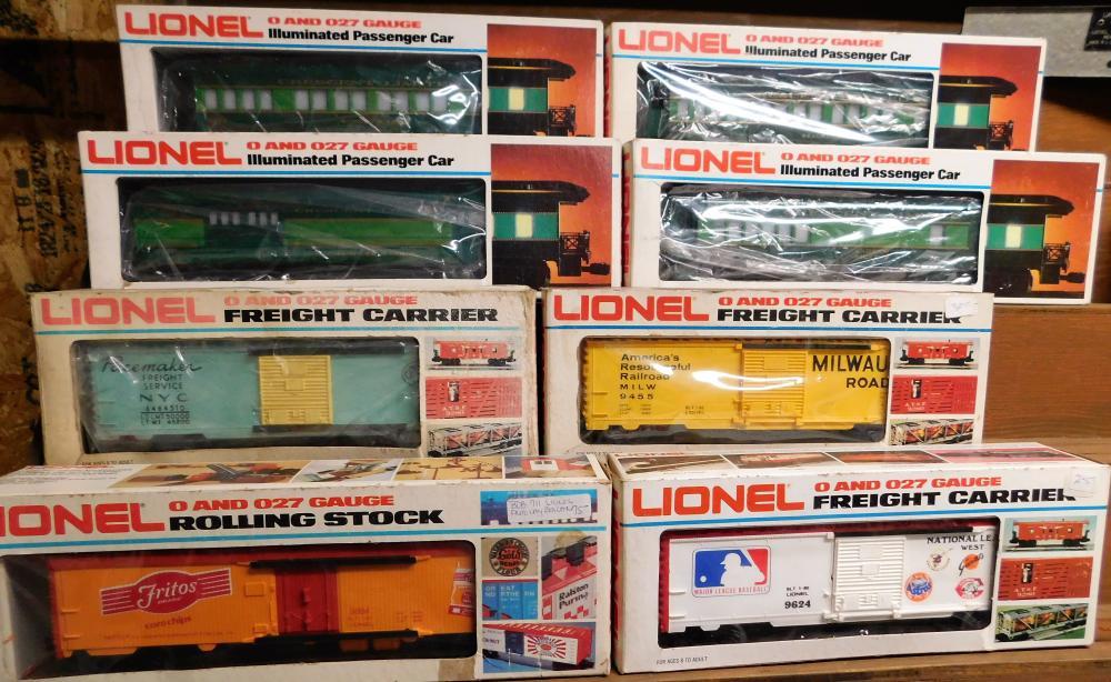 Lot of 8 Lionel cars--4 Illuminated passenger cars, 1 pacemaker car, 1 Fritos car, 1 Major league baseball, and 1 milwauke car