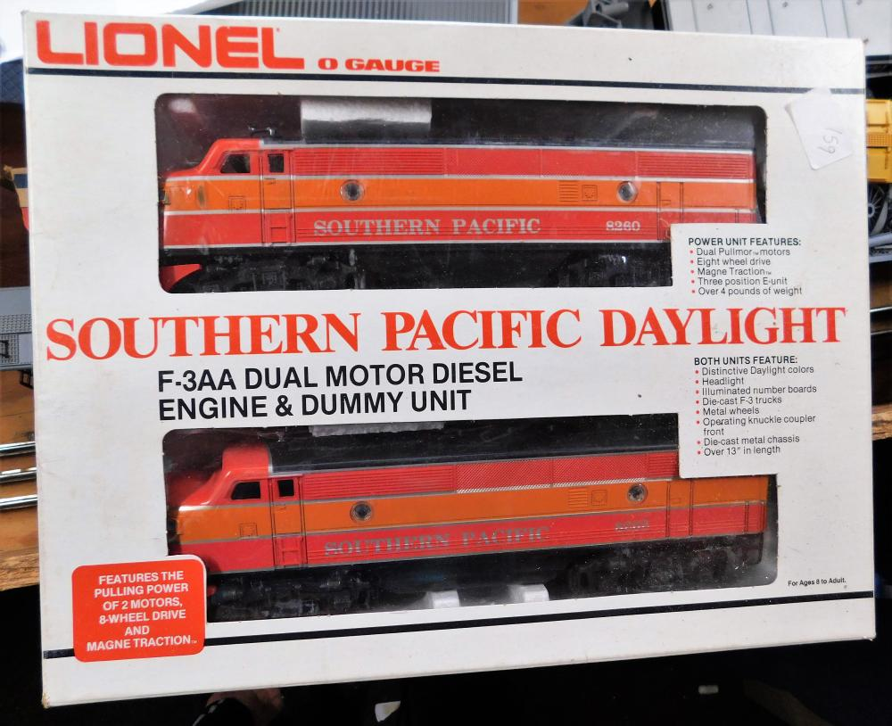 Lot 159: Lionel o gauge Southern Pacific daylight F-3AA