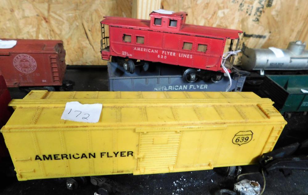 Lot 172: American Flyer 8 pieces