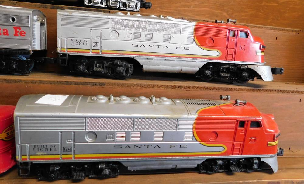 Lot 175: Santa Fe 2383 (qty 2) engines, 1 santa fe 8861 engine and 2 cars.