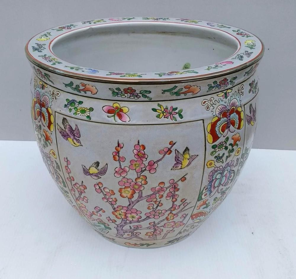 A 7th century polychrome Chinese porcelain fish bowl or jardiniere with ca