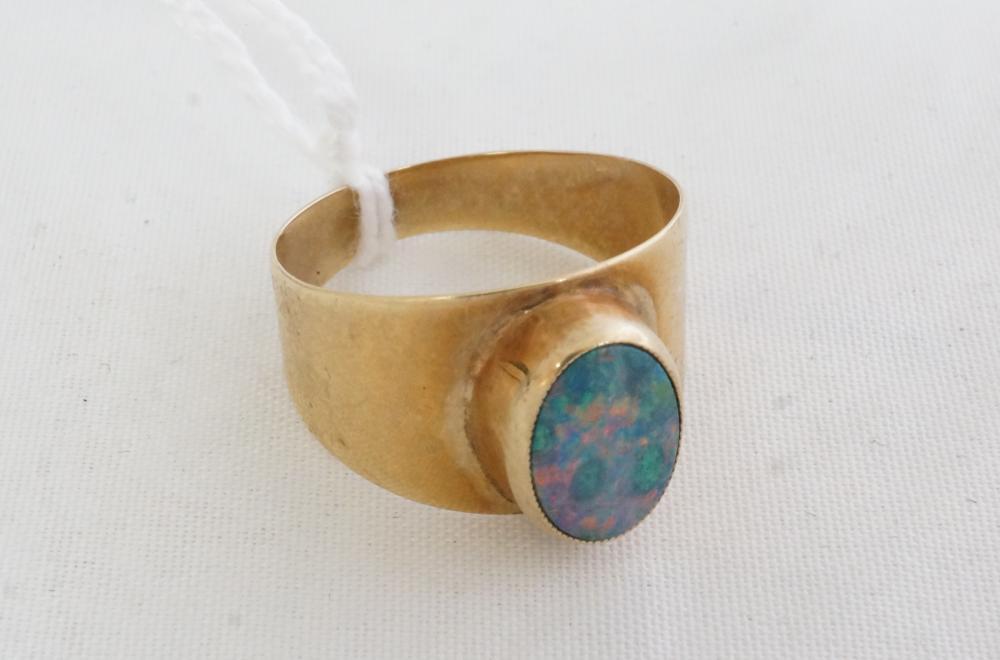 9ct Australian opal ring size O 2.8 gms