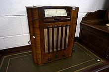 1930's wooden mantle radio