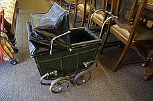 Early C20th coach built dolls pram in very good
