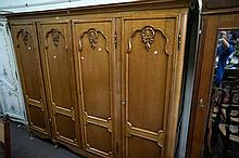 Large 2.2m wide x 197 high oak 4 door armoire