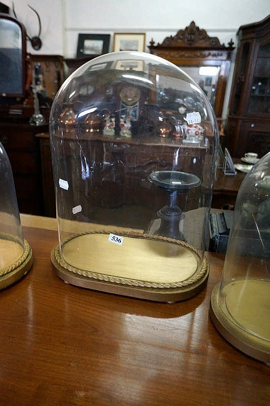 oval glass dome on stand dome size only 32 cm wide x 17 dee. Black Bedroom Furniture Sets. Home Design Ideas