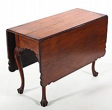 Very Fine Philadelphia Queen Anne Walnut Table