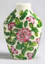 CHINESE PORCELAIN SNUFF BOTTLE WITH NO COVER