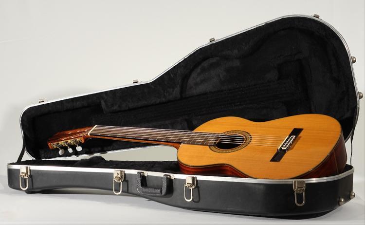 Model 40 VINTAGE RYOJI MATSUOKA ACOUSTIC GUITAR 1979 Signed Classical Spruce Mahogany Rosewood Mosaic Inlay Stringed Musical Instrument
