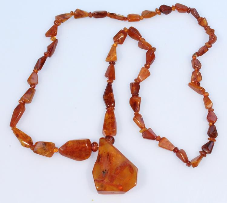 Semi-Precious Stones VINTAGE DOMINICAN AMBER NECKLACE Faceted Graduated Baroque-Shaped Beads Pendant Jewelry