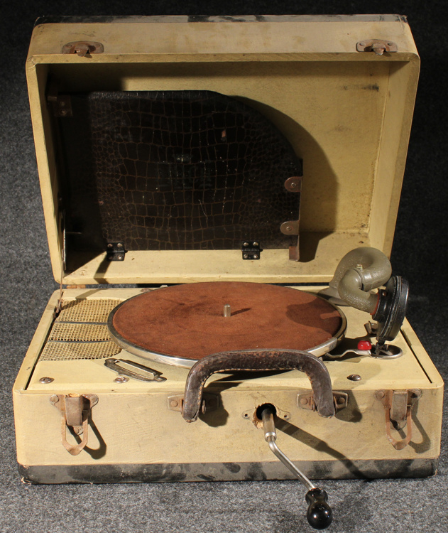 Antique Portable Wind Up Birch Phonograph C1940 Victrola Vic