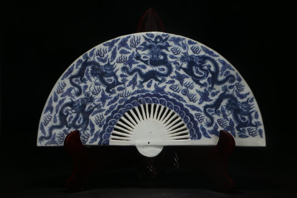 Fan-shaped Blue-and-white Ornament