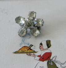 estate jewelry: tiny pin brooch