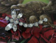 antique estate jewelry: pin brooch