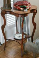 antique lucky 4 four leaf clover shaped table