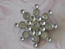 estate jewelry: star design rhinestone pin brooch
