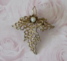 estate jewelry: leaf shaped pin brooch
