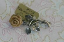 estate jewelry: vintage Sterling silver pin brooch shaped like a flower