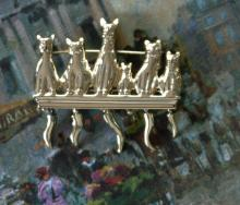 vintage estate jewelry: gold tone pin brooch