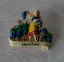 vintage estate jewelry: German celluloid pin brooch