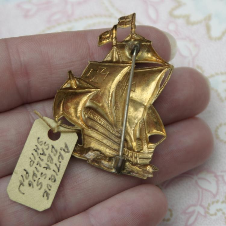 Vintage estate jewelry brass sailing ship pin brooch santa for Santa maria jewelry company