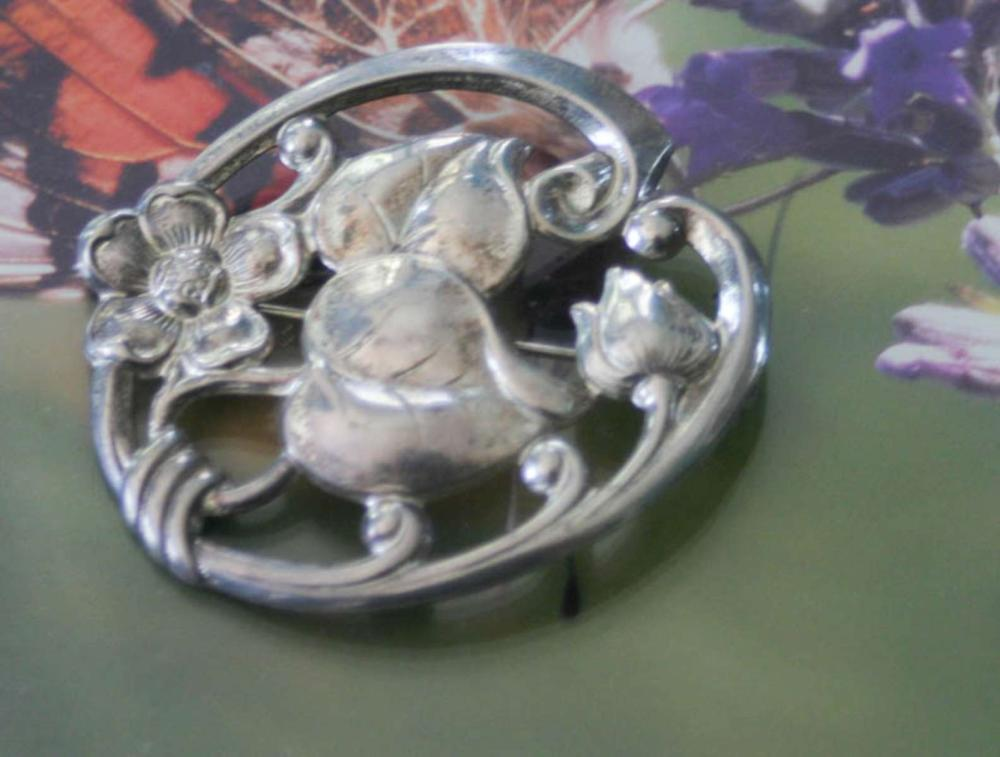 vintage estate jewelry: large silver pin brooch