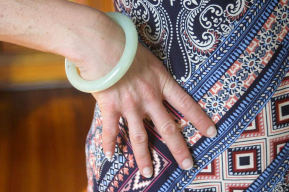 vintage estate jewelry: green Jade bangle bracelet