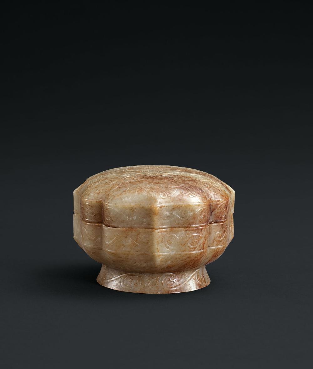 明或更早 白玉海棠形雁紋蓋盒 A Fine White Jade 'Wild Goose' Lobed Box and Cover, Ming Dynasty or Earlier