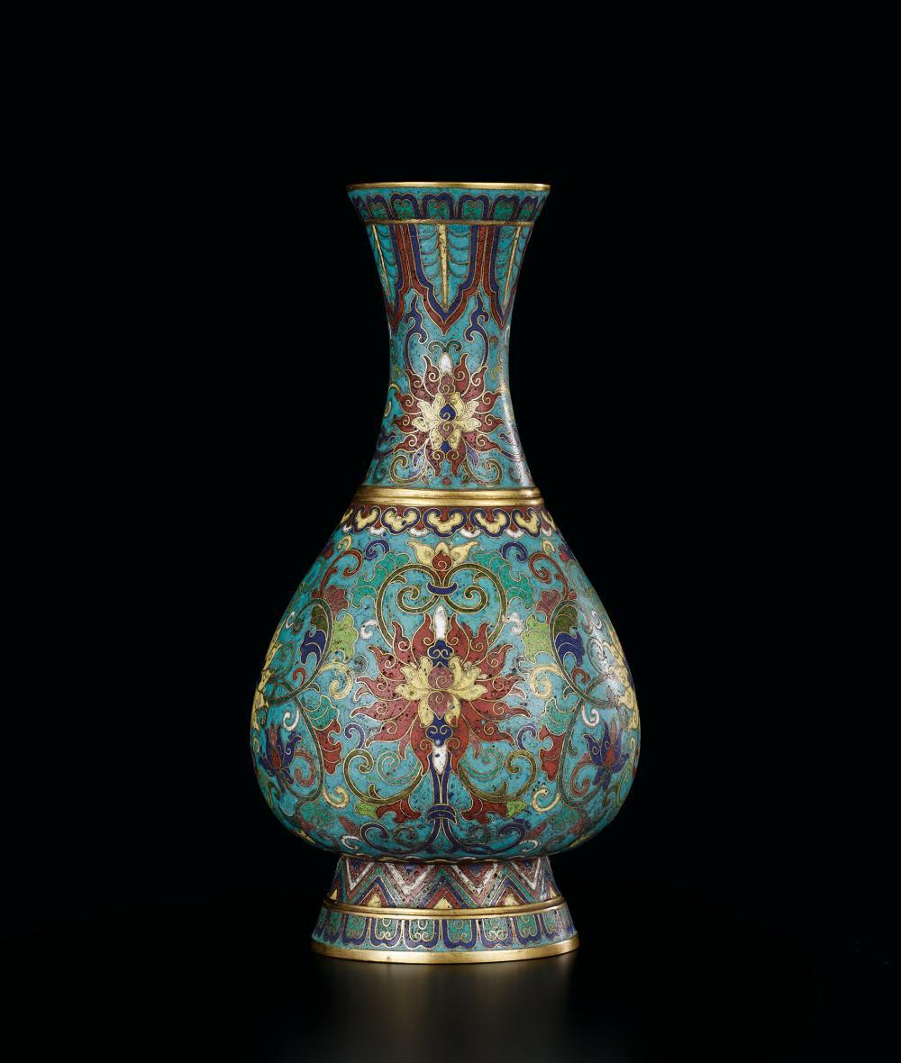 清乾隆 銅胎掐絲琺瑯纏枝蓮紋賞瓶 A Fine Bronze Cloisonné Enamel 'Lotus' Vase, Mark and Period of Qianlong