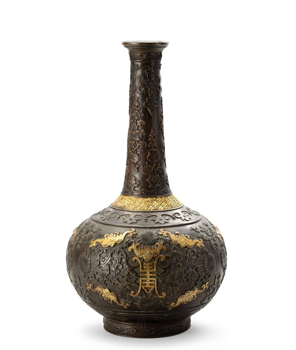 清 銅局部鎏金鏨花福壽紋長頸瓶 A Parcel-Gilt Bronze 'Bat' Vase, Qing Dynasty