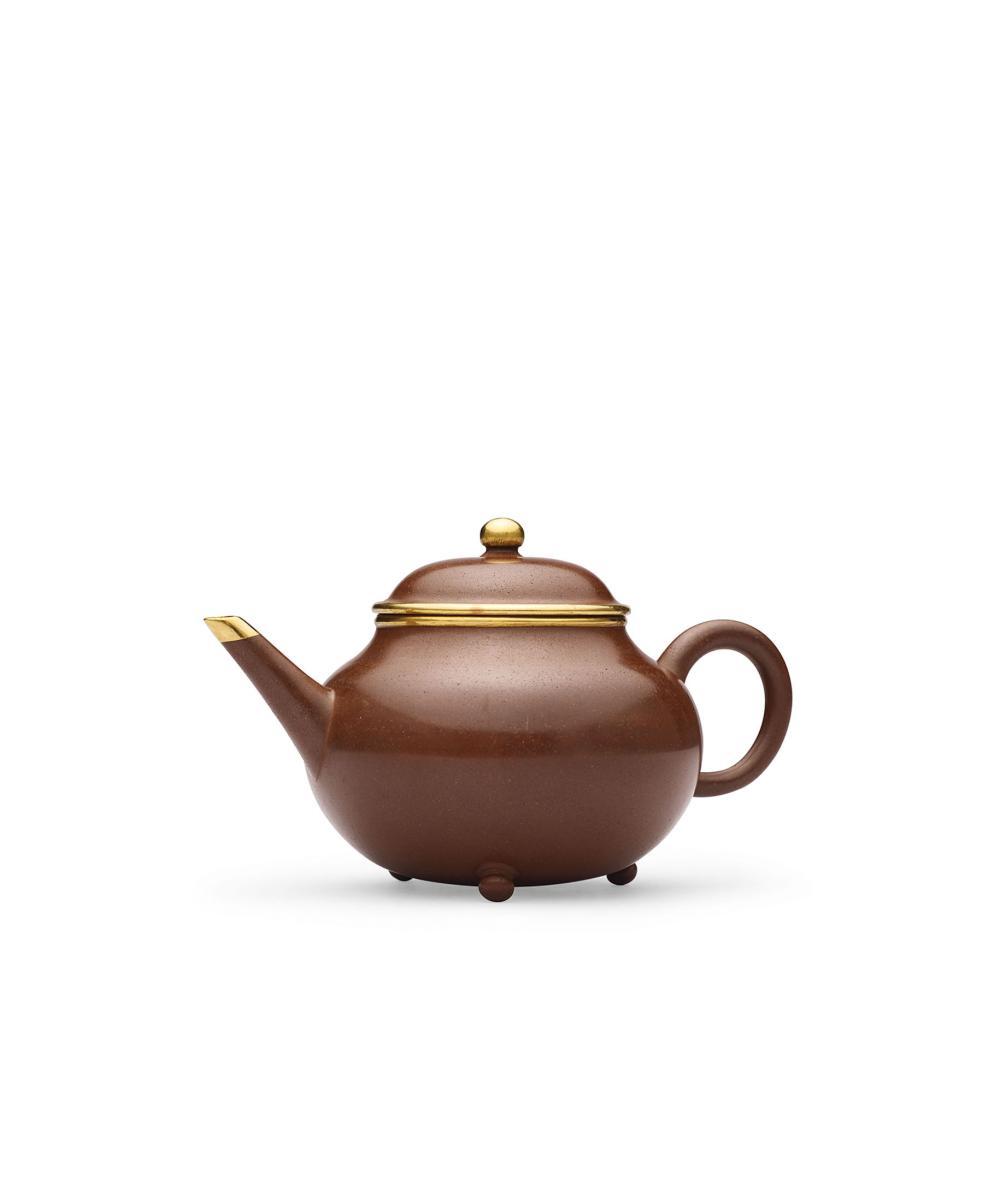 十九世紀 紫砂鑲金三足水平壺 A Gold-Inlaid Zisha Tripod 'Level' Teapot, 19th Century