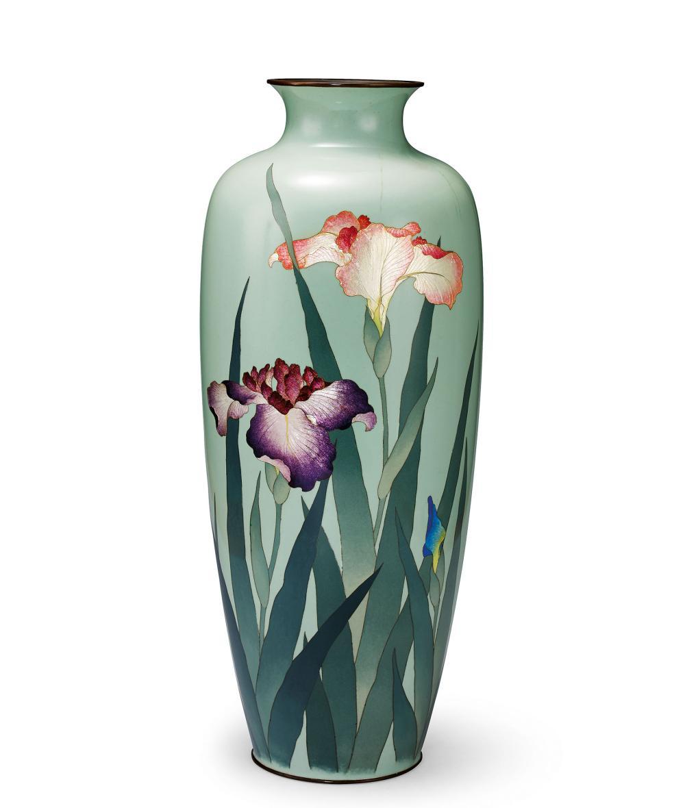 太田甚之榮 明治時代 銅胎銀張唐菖蒲花瓶 An Exceptional Silver-Inlaid Bronze 'Floral' Vase, Meiji Period