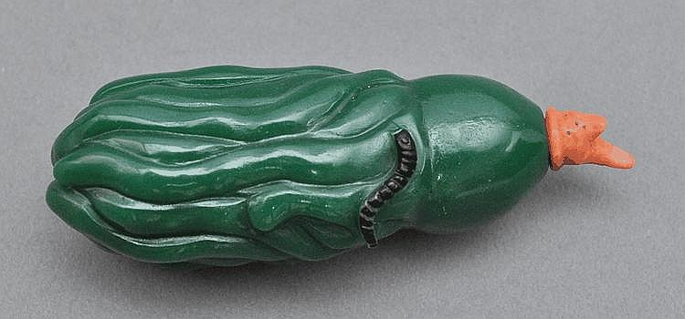 A Chinese Green Glass Snuff Bottle of Citron (Buddha's Hand)