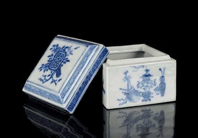 Vierkante porseleinen juwelenbox met blauw floraal