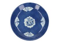 A powder blue deep dish with fan shaped and other reserves with a floral decor. Unmarked. China, Kangxi. H. 3 cm. Diam. 21,5 cm.