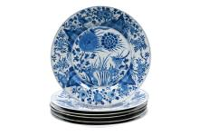 Set of six blue and white porcelain dishes decorated with flowers and a bird. Marked with insence burner. China, Kangxi. Diam. 24,5 cm. Provenance: fam. Six and Bosch Reitz.