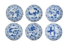 Lot of six blue and white porcelain dishes, decorated with figures on a terrace. Marked with 6-character mark. China, Kangxi. Diam. 20 cm. Provenance: fam. Six and Bosch Reitz.