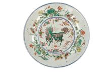 A Famille Verte porcelain plate, decorated with Longma and ducks. Marked with 4-character mark (Qing Yi Tang Zhi). China, Qing, 19th century. Diam. 32 cm.