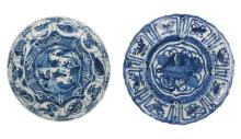 A lot of two blue and white porcelain dishes, decorated with 1) river landscape with insect. 2) floral decor. Both unmarked. China, Wanli. Diam. 20 - 21,5 cm.