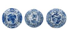 A lot of three blue and white 'kraak' porcelain bowls, decorated with 1) flowers and bird. 2) flowers and bird. 3) utensils. All unmarked. China, Wanli. Diam. 13,5 - 15 cm.
