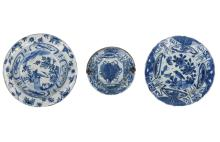 A lot of three blue and white 'kraak' porcelain bowls. Two decorated with bird, one with utensils and silver handle. All unmarked. China, Wanli. Diam. 15 - 22,5 cm.