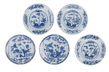 A lot of five blue and white porcelain dishes, of which a set of three with decor of three friends of winter and a pair with floral decor. Unmarked. China, 18th century. Diam. 28 cm.