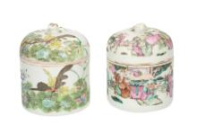 A lot of two polychrome porcelain lidded jars with inner bowls, one decorated with figures and one with butterflies. The one with figures marked with seal mark. China, 19th century. H. 9,5 cm.