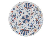 A porcelain charger with floral decor. Unmarked. China, 18th century. Diam. 47 cm.
