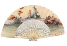 Een brisée waaier met ivoren benen en een beschilderd blad met romantische