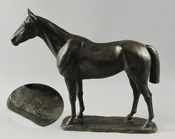 Stehendes Pferd,