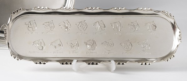 Tablett mit 15 adeligen Wappen,